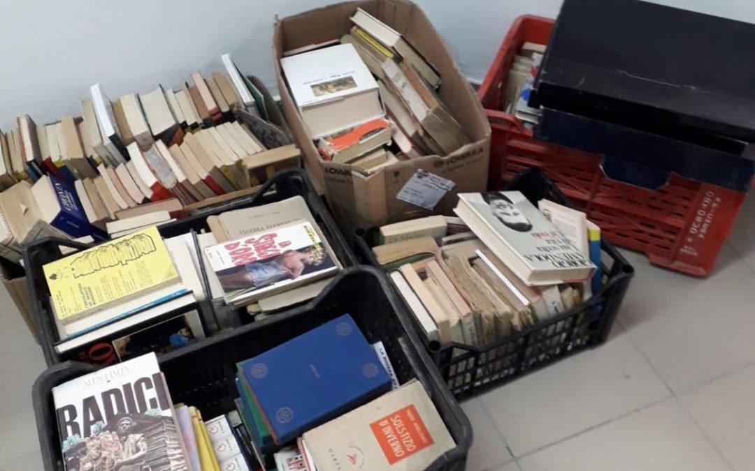 LILLO CIAPPA dona libri alla Biblioteca