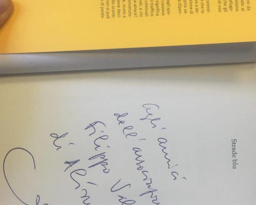 """MARIO VATTANI DEDICA UNA COPIA DEL SUO LIBRO """"LA CORRENTE"""" alla Ass. Filippo Valenza"""